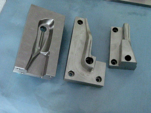 werkzeugbau cnc Fraesen in 2 und in 3 D