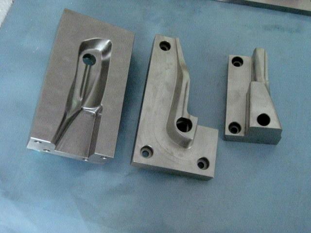 CNC Fräsen in 2 D und in 3 D CNC Lohnfertigung - Fräsen - Wir fertigen Ihre Wunschobjekte